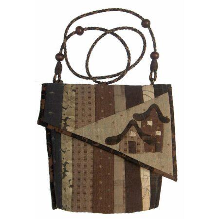 taske-med-skraa-klap
